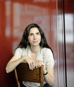 Autorin Dana Grigorcea - sie lebt in Zürich und gewann vor kurzem den 3Sat-Preis am Ingeborg-Bachmann-Literaturwettbewerb - hier im Volkshaus Zürich, wo sie sich oft aufhält
