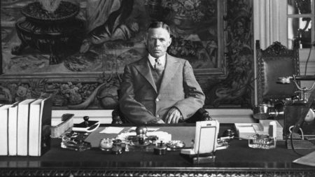 William E. Dodd  la biroul sau din Berlin în 1933